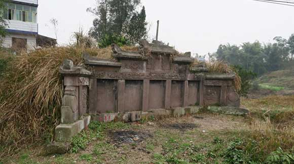 四川一清代古墓发现乾隆圣旨