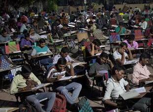 """印度:火爆的""""户外自习室"""""""