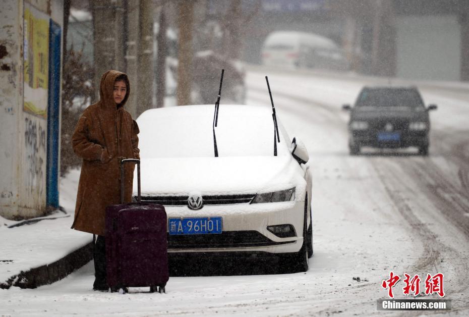 新一轮寒潮来袭!乌鲁木齐迎来强降雪天气