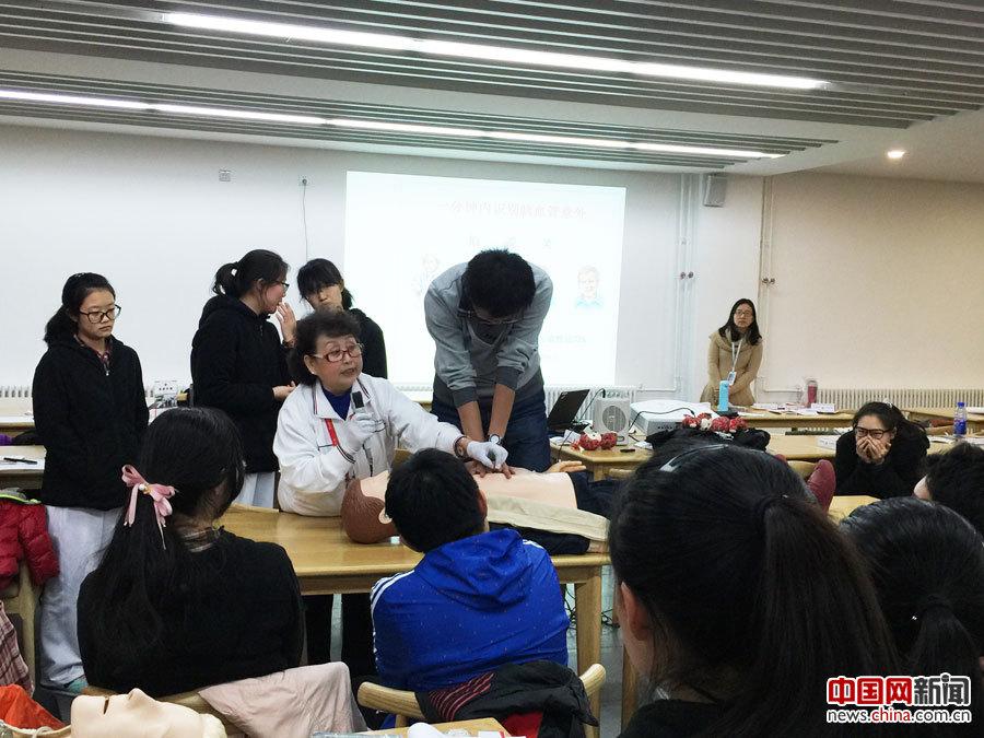 """北京西城红会指导北京35中开展""""生命第一课""""培训"""