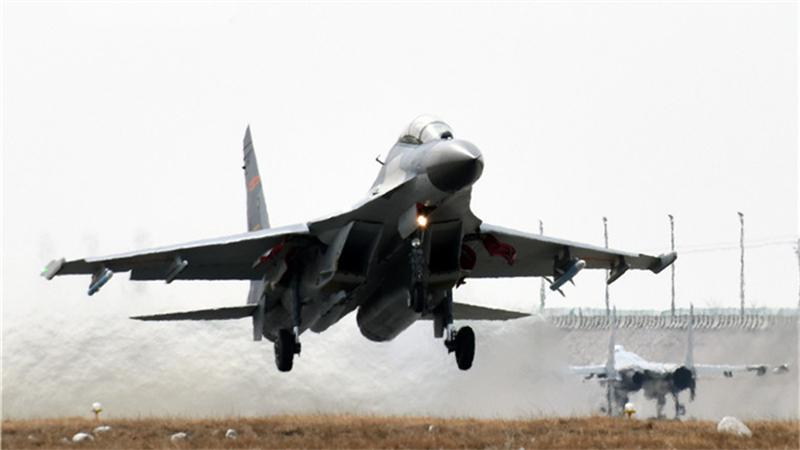 大雪初霁 看航空兵低温条件下飞行训练