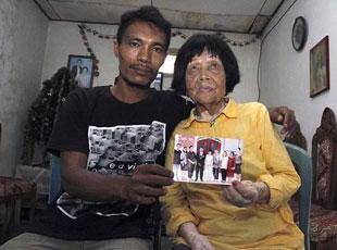 印尼28岁男娶82岁老奶奶