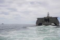 【军情24小时】美三体舰进入南海