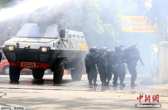 印尼万隆发生爆炸枪战 警方击毙一名袭击者