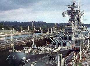刮层皮!美战列舰过巴拿马运河间距仅25厘米