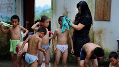 人大代表陈万霞和她的留守儿童学校