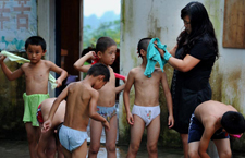 人大代表和她的留守儿童学校