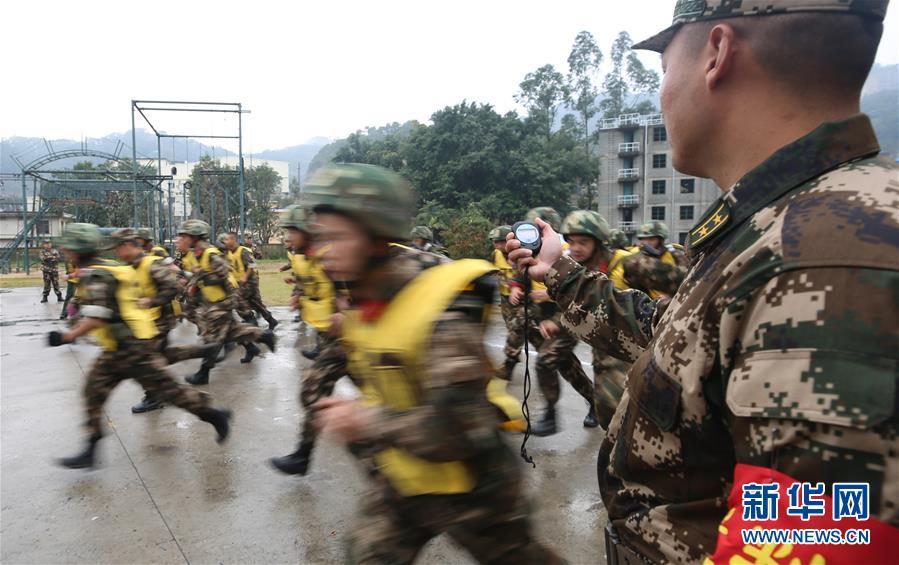福建边防:跨区拉动练精兵