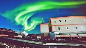 二月南极有极光有萌宠