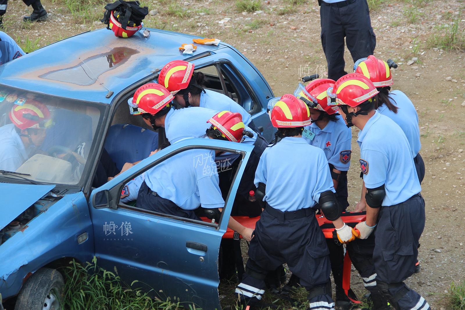 2013年,北京市西城区红十字会参加北京市组织的应急救援演练。(北京市西城区红十字会供图)