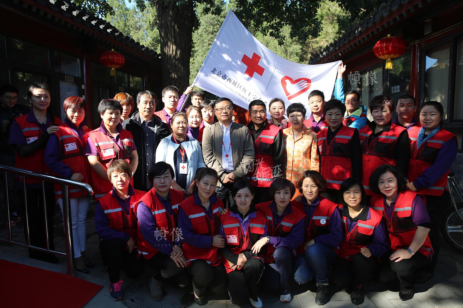 2016年重阳节北京市西城区红十字会去金秋园敬老院慰问老人。(北京市西城区红十字会供图)