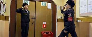 走近俄海军工学院女学员 颜值与武艺兼备