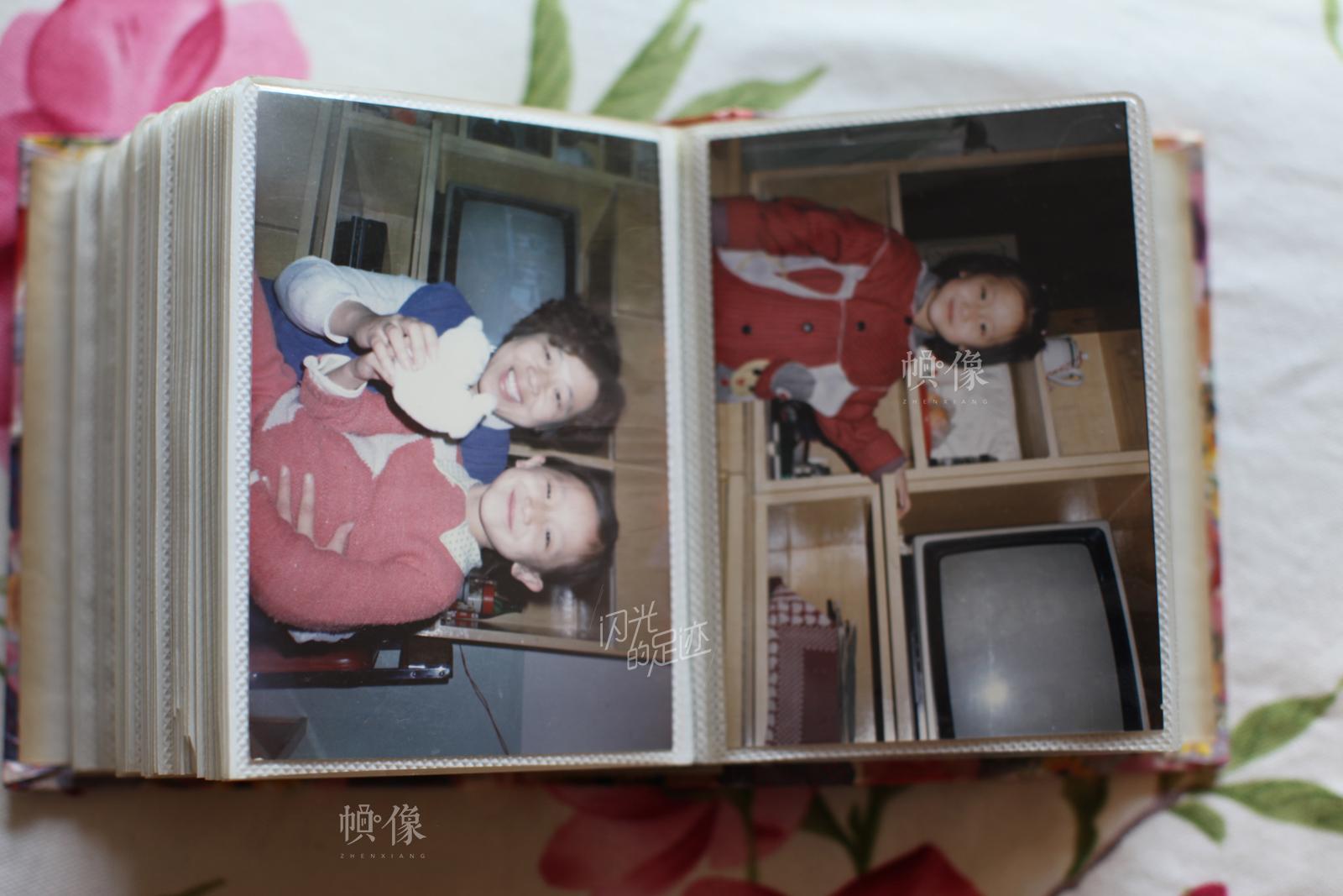相册里是妈妈赵娴小时候的照片。 中国网记者 赵超 摄