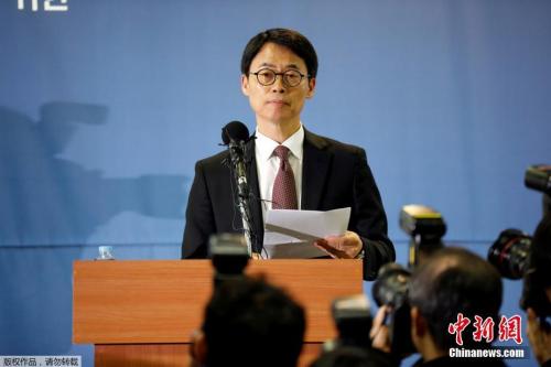 2月28日,负责调查韩国总统亲信干政事件的特检组举行发布会。