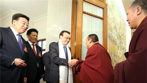 李克强到西藏代表团参加审议