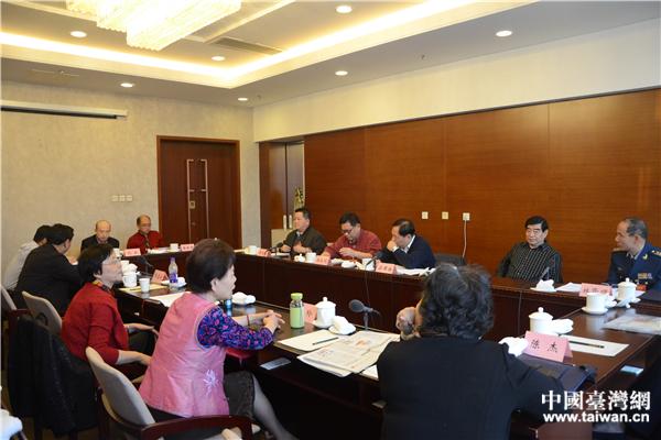 3月4日,全国政协十二届五次会议台联界别举行小组讨论。(中国台湾网 李宁 摄)