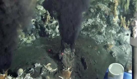 """""""蛟龙号""""在西北印度洋作业区发现""""黑烟囱群"""""""