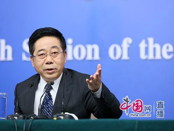 教育部部长陈宝生回答记者提问。