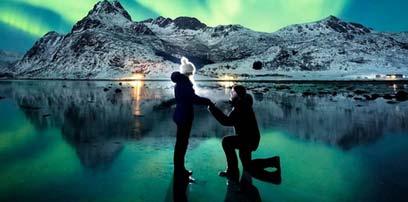 浪漫時刻:攝影師在極光前向女友求婚(圖)