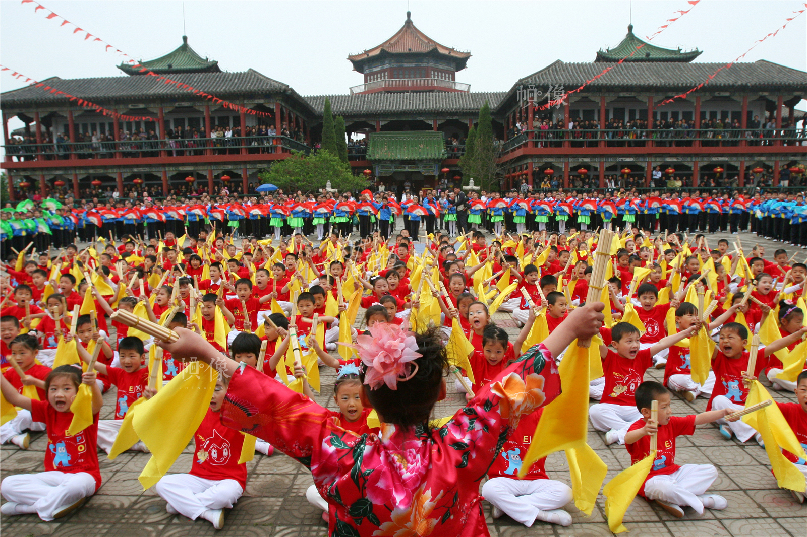 2011年5月20日,河南开封,小学生在集体进行国学经典诵读。东方IC