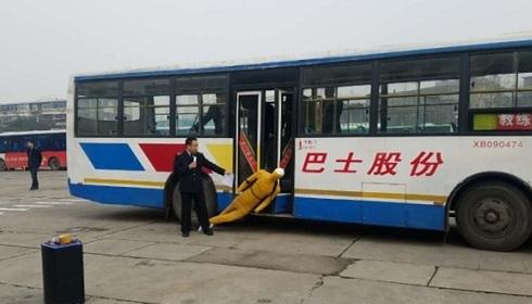 西安公安公共交通分局开展反恐防暴和安全应急演练