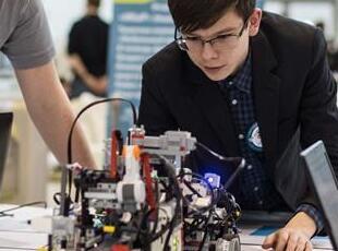 全俄机器人大赛在莫斯科举行