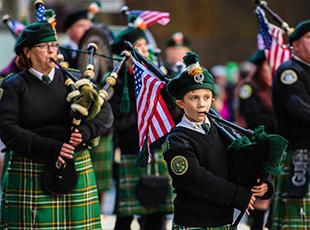 纽约举行大游行庆祝圣帕特里克节