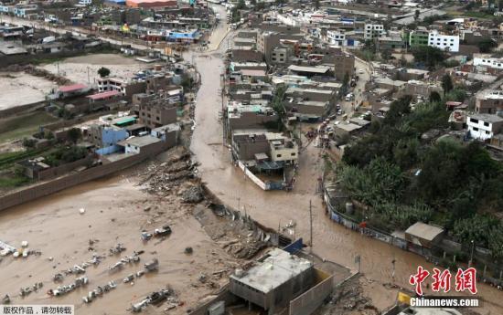 洪水山崩袭秘鲁已72人遇难 数百万人饮水有困难