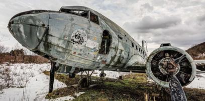南斯拉夫废弃空军基地锈迹斑气氛可怖(图)