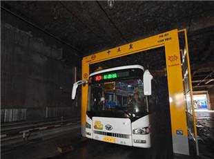 大型公交车洗车机亮相长春