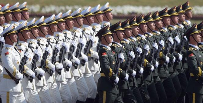 """解放军三军仪仗队亮相""""巴基斯坦日""""阅兵仪式"""