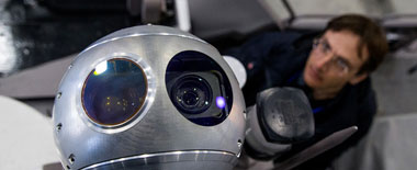 俄多款军用机器人亮相 科幻感十足