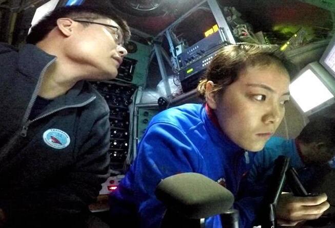 第二批实习潜航员完成首轮主驾'蛟龙'号海底作业