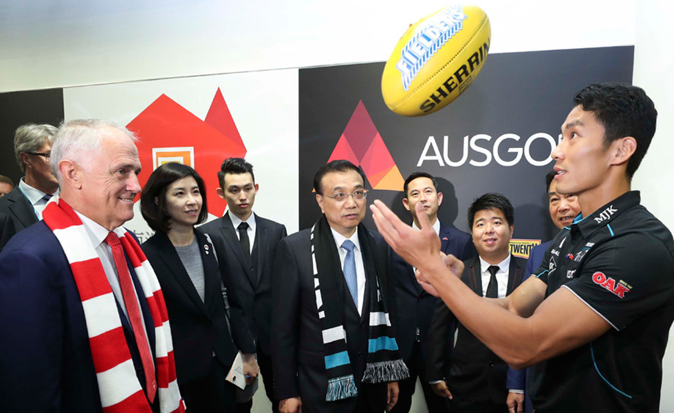 李克强与澳大利亚总理特恩布尔共同观看澳式足球