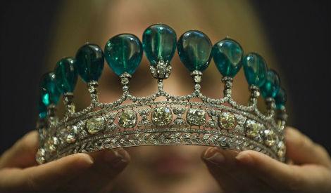 CHAUMET绿宝石镶钻皇冠