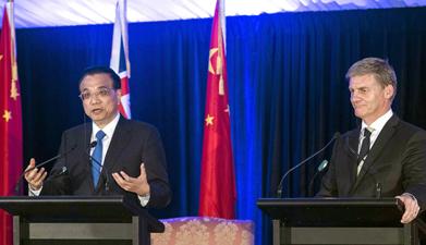 李克强同新西兰总理英格利希共同会见记者