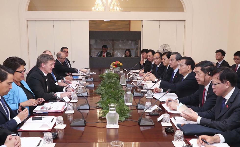 李克强与新西兰总理英格利希举行会谈