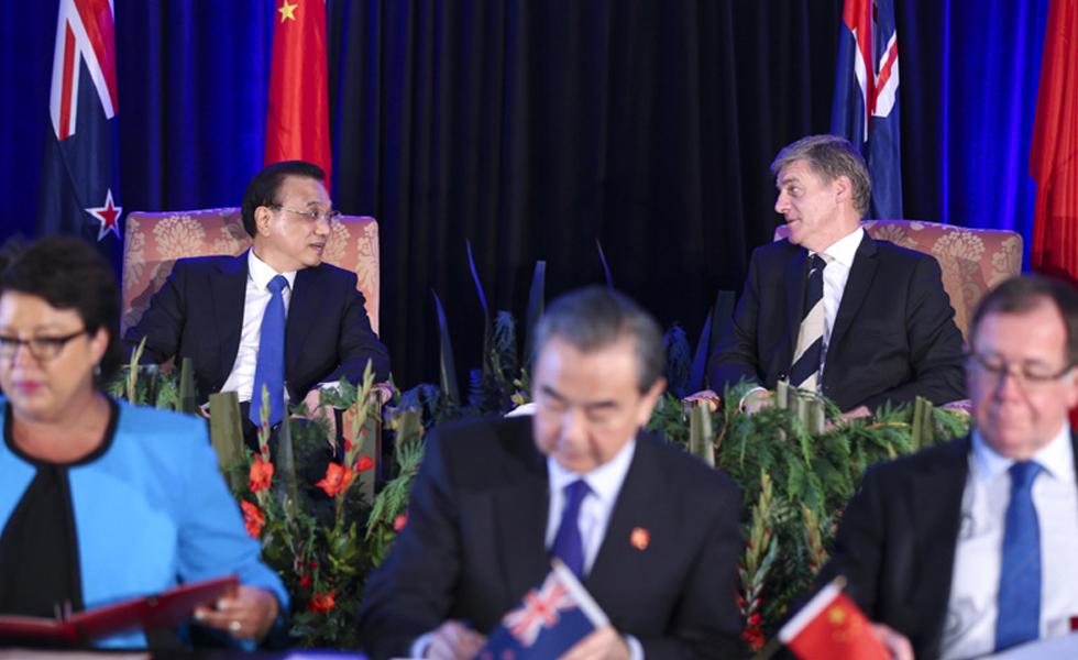 李克强出席中新合作协议签字仪式