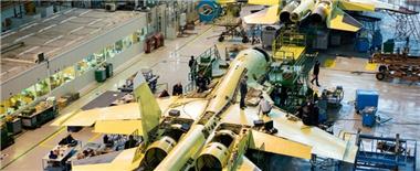 蘇-34生産車間曝光 大叔們領5千月薪精心造機