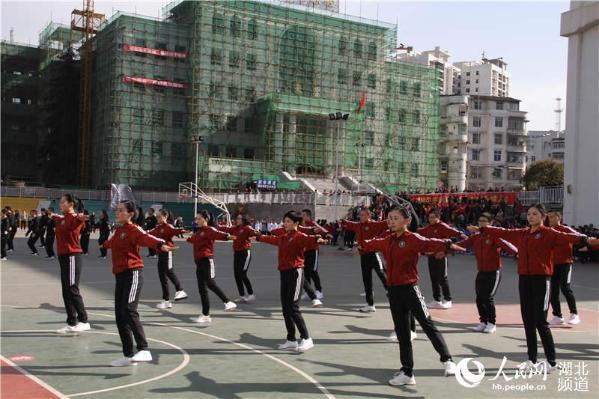 湖北鹤峰:推广工间操助力卫生城市创建
