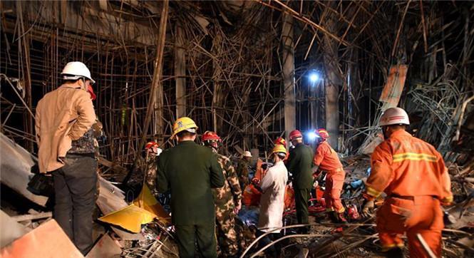 湖北麻城一建筑工地发生脚手架垮塌事故多人被埋