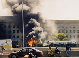 """FBI首次公布""""9·11""""五角大楼遭袭现场调查照片"""