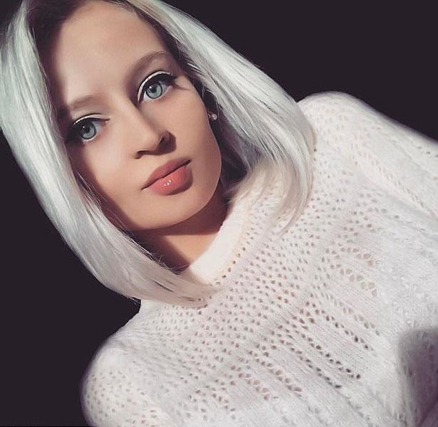俄罗斯女模长相神似芭比娃娃 眼睛颜色会随着天气的变化而改变