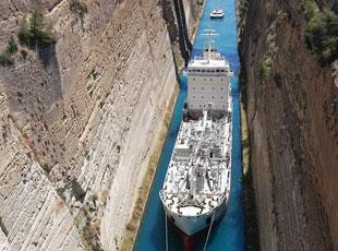一線天!隱身戰艦過運河間距僅4.5米