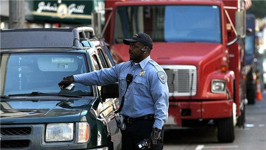 '天价'拖车费暴露执法漏洞 看国外如何整治违章停车