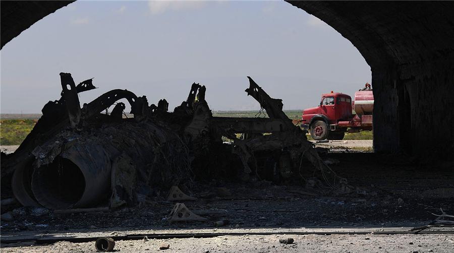 俄方公布美军空袭叙利亚机场效果照片