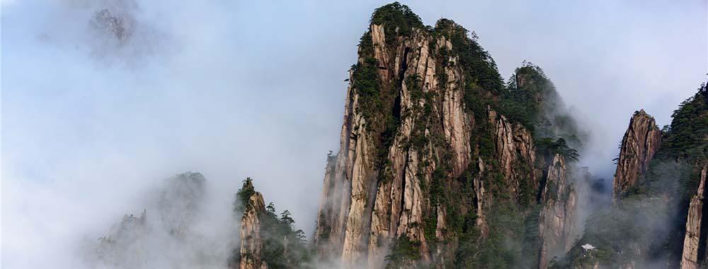 雨后黄山:云海与佛光同台演绎春日最美的景色