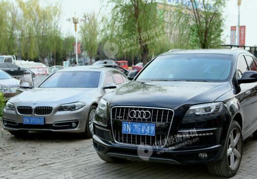 4月3日,雄县街头大量涌入的外地车辆。