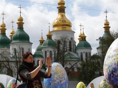 乌克兰展出500只精美彩蛋 画风优美想象力丰富