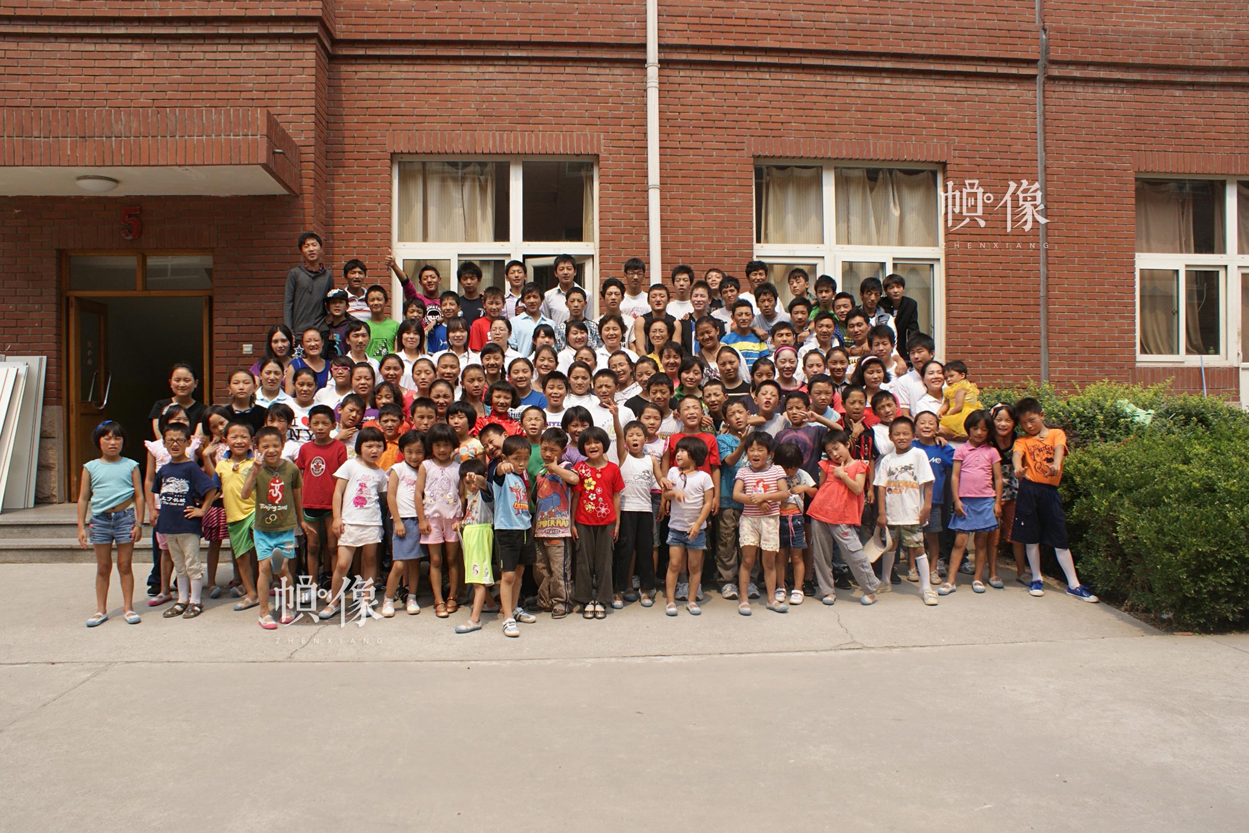 2010年,北京,从玉树灾区接到北京的102名儿童。(北京益童成长中心供图)